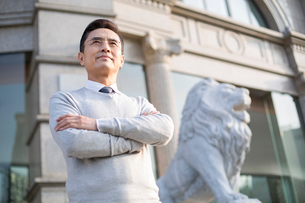 Confident Chinese businessman looking at viewの写真素材 [FYI02228433]
