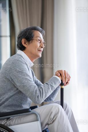 Senior man in wheelchairの写真素材 [FYI02228888]