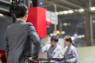 Confident businessman standing in the factoryの写真素材 [FYI02228965]