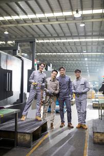 Confident engineers in the factoryの写真素材 [FYI02229201]
