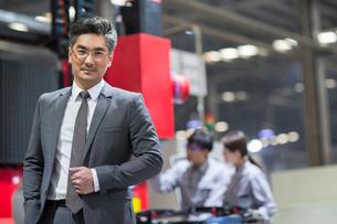 Portrait of confident businessmanの写真素材 [FYI02229202]