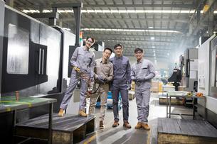 Confident engineers in the factoryの写真素材 [FYI02229237]