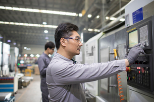 Confident engineers working in the factoryの写真素材 [FYI02229428]