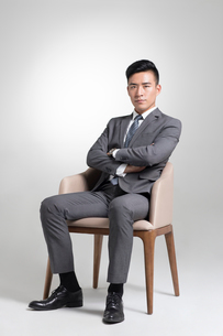 Portrait of young Chinese businessmanの写真素材 [FYI02229441]