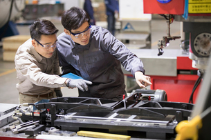 Confident engineers working in the factoryの写真素材 [FYI02229570]