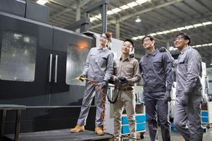 Confident engineers in the factoryの写真素材 [FYI02230141]