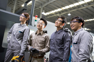 Confident engineers in the factoryの写真素材 [FYI02230165]
