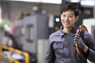 Confident engineer in the factoryの写真素材 [FYI02230340]