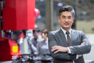 Portrait of confident businessmanの写真素材 [FYI02231205]