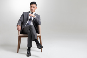 Portrait of young Chinese businessmanの写真素材 [FYI02231270]