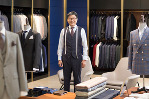 Confident Chinese fashion designerの写真素材 [FYI02231373]