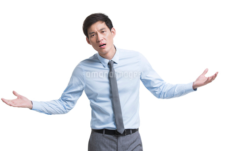 Angry Chinese businessman shruggingの写真素材 [FYI02231481]