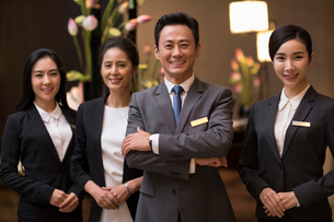 Portrait of professional Chinese service staffの写真素材 [FYI02231632]