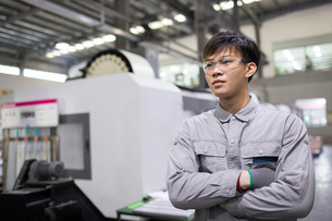 Confident engineer in the factoryの写真素材 [FYI02232236]