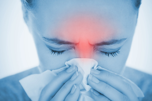 Woman blowing her nose with highlighted red sinus painの写真素材 [FYI02232994]