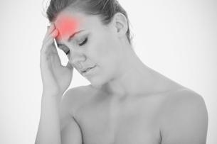 Woman touching head in painの写真素材 [FYI02233129]