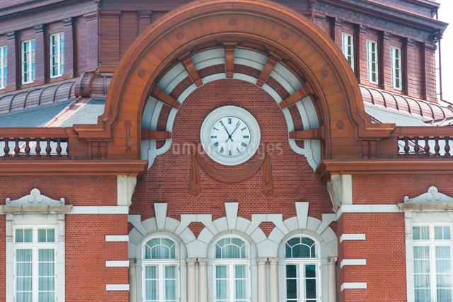 東京駅北口ドームと時計の写真素材 [FYI02233138]
