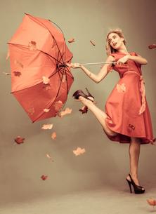 Attractive glamour woman holding a broken umbrellaの写真素材 [FYI02233342]