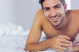 Handsome man lying on his bedの写真素材 [FYI02233525]