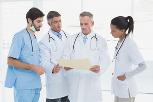Medical team discussing some resultsの写真素材 [FYI02234066]