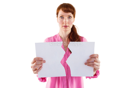 Woman holding torn sheet of paperの写真素材 [FYI02234135]