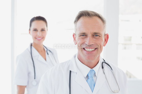Doctor smiling at the cameraの写真素材 [FYI02234394]