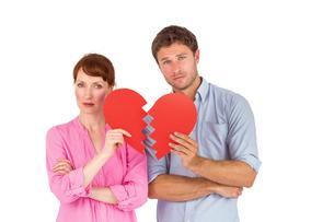 Couple holding a broken heartの写真素材 [FYI02234477]