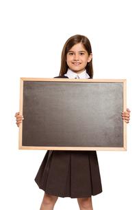 Cute pupil showing chalk boardの写真素材 [FYI02234481]