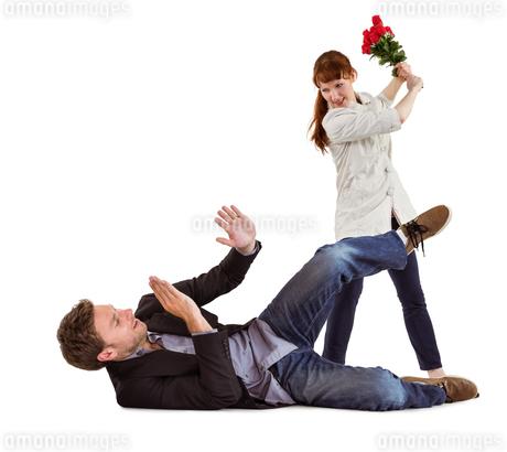 Woman throwing roses at manの写真素材 [FYI02234516]