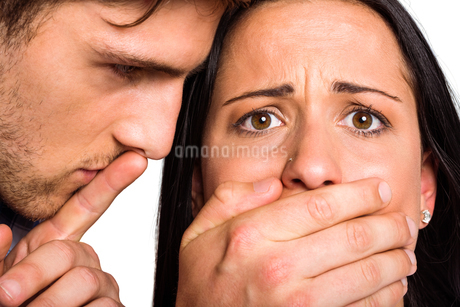 Man covering his girlfriends mouthの写真素材 [FYI02234640]