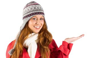 Pretty redhead in warm clothingの写真素材 [FYI02235043]