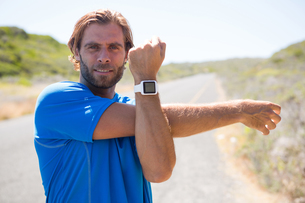 Portrait of athlete showing smart watchの写真素材 [FYI02235689]