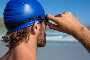 Athlete wearing swimming gogglesの写真素材 [FYI02235720]