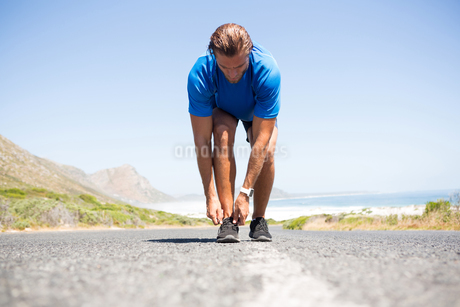 athlete wearing shoes on roadの写真素材 [FYI02236098]
