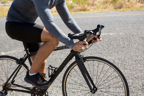Low section of athlete cyclingの写真素材 [FYI02236317]