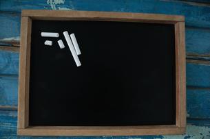 Chalk on blank slateの写真素材 [FYI02236392]