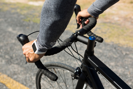 Cropped hand of man riding bicycleの写真素材 [FYI02236493]