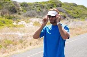 Sportsman wearing sunglasses on roadの写真素材 [FYI02236667]