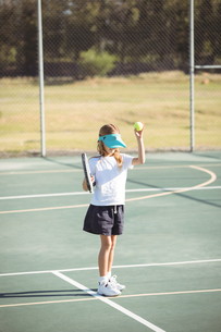 Girl playing tennis at courtの写真素材 [FYI02236923]