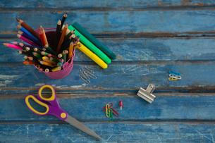 Various school supplies on wooden tableの写真素材 [FYI02236997]