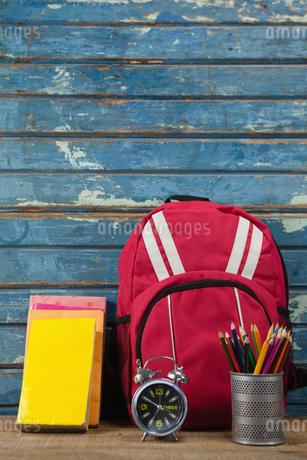 Bagpack, books, alarm clock and pen holderの写真素材 [FYI02237387]