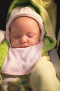 Close-up of cute baby sleeping in strollerの写真素材 [FYI02237419]