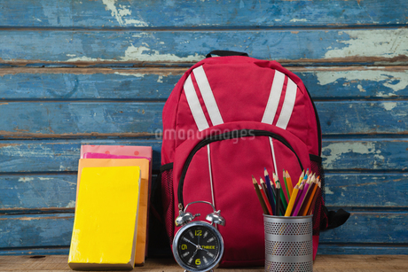 Bagpack, books, alarm clock and pen holderの写真素材 [FYI02237541]