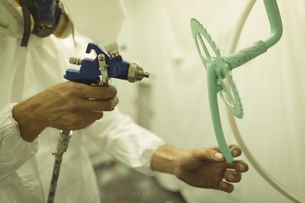 Painter painting bicycle gear at workshopの写真素材 [FYI02237840]