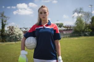 Portrait of female goalie standing on fieldの写真素材 [FYI02238115]