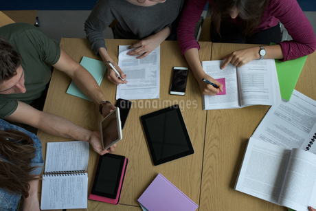 High angle view of university students studying at deskの写真素材 [FYI02238355]