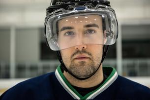 Portrait of ice hockey player wearing headwearの写真素材 [FYI02238454]