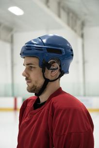 Ice hockey player looking awayの写真素材 [FYI02238467]