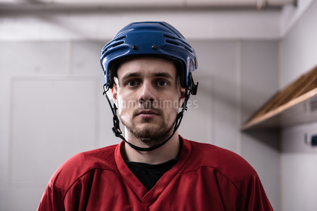 Portrait of ice hockey player wearing helmetの写真素材 [FYI02238482]