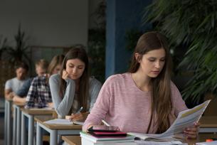 University students during exam in classroomの写真素材 [FYI02238669]
